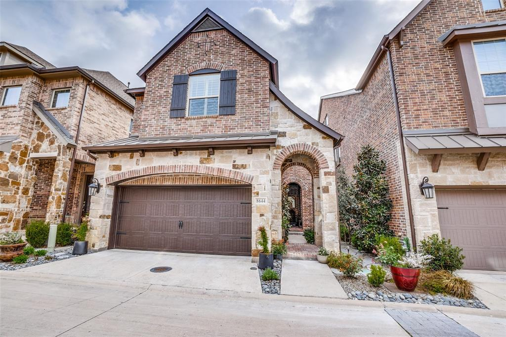 Pending | 8644 Thorbrush Place Dallas, Texas 75238 0