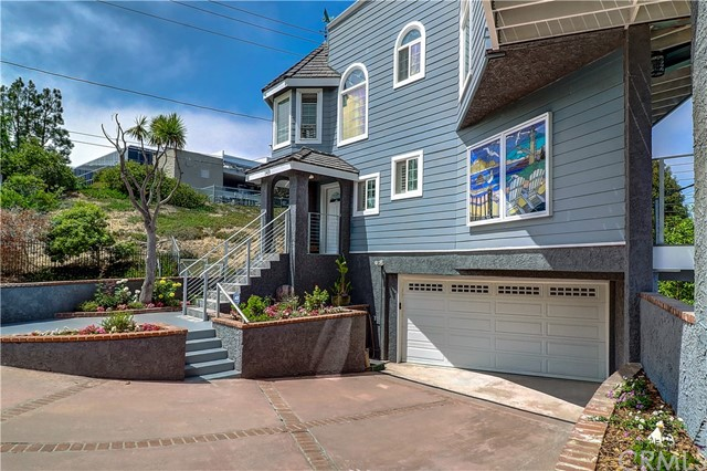 Active | 1410 Diamond Street Redondo Beach, CA 90277 2