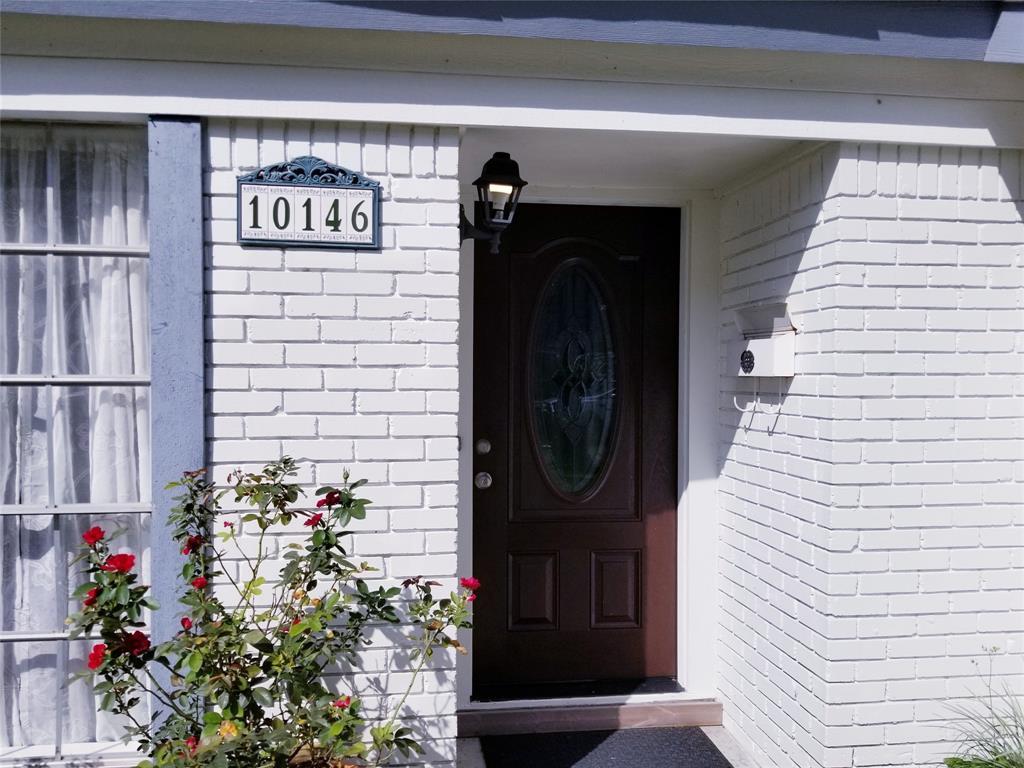 Active | 10146 Moorberry Lane Houston, Texas 77080 4