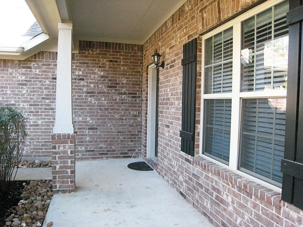 Active   11 Sage Creek Place The Woodlands, Texas 77382 1