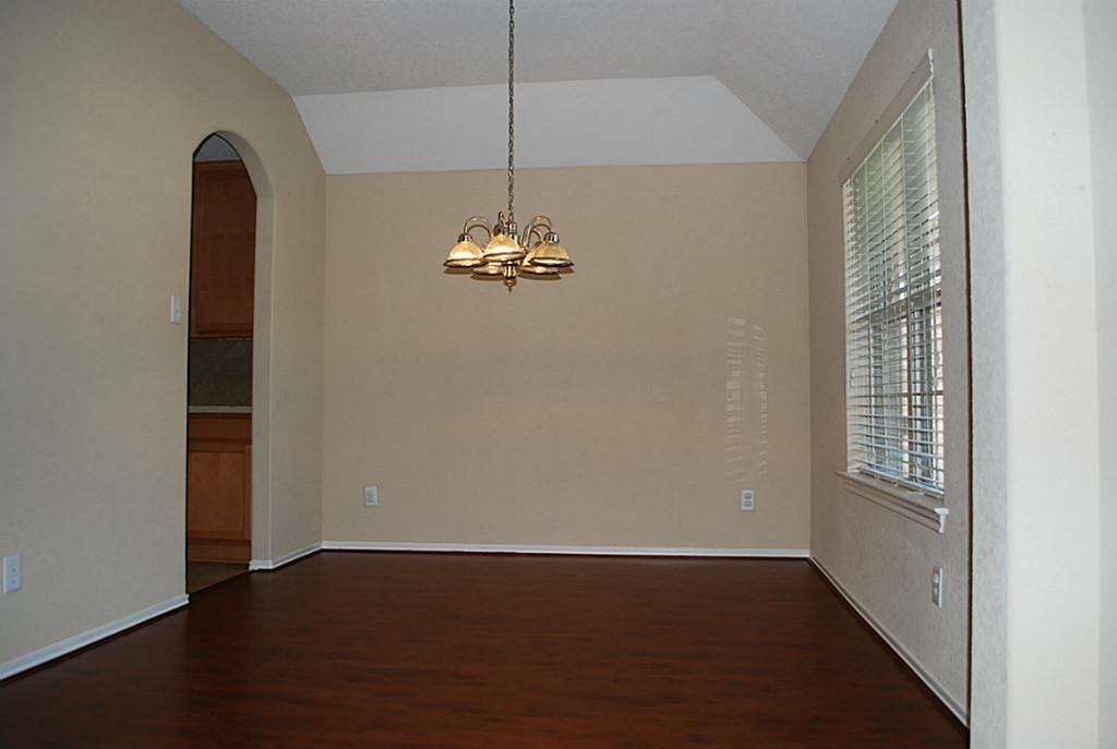 Active   11 Sage Creek Place The Woodlands, Texas 77382 4