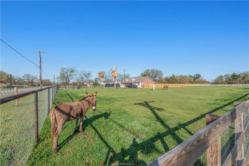 ActiveUnderContract | 1850 W 28th Street Bryan, TX 77803 37