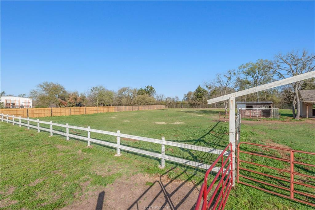 ActiveUnderContract | 1850 W 28th Street Bryan, TX 77803 39