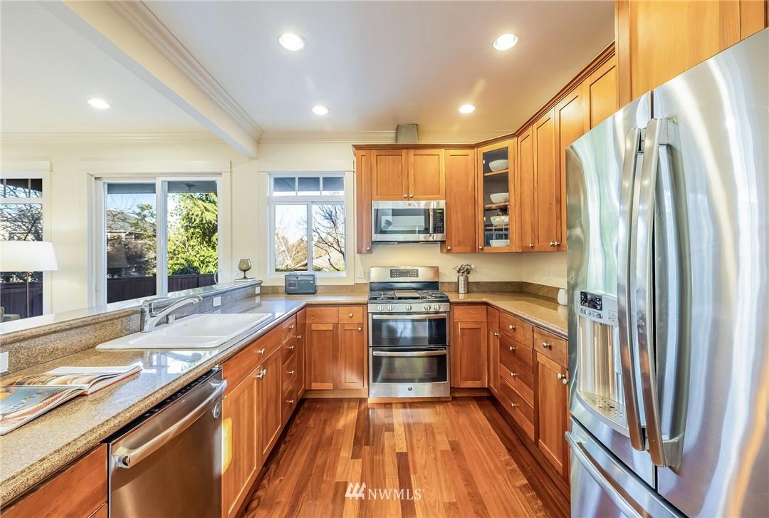 Sold Property | 304 29th Avenue E Seattle, WA 98112 9