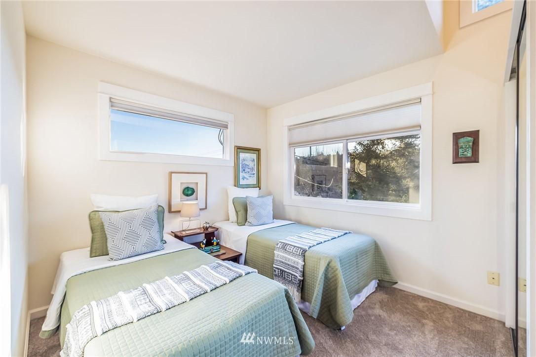 Sold Property | 304 29th Avenue E Seattle, WA 98112 23
