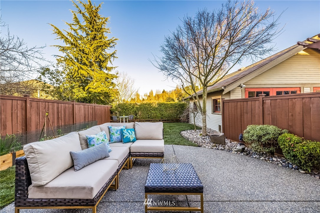Sold Property | 304 29th Avenue E Seattle, WA 98112 25