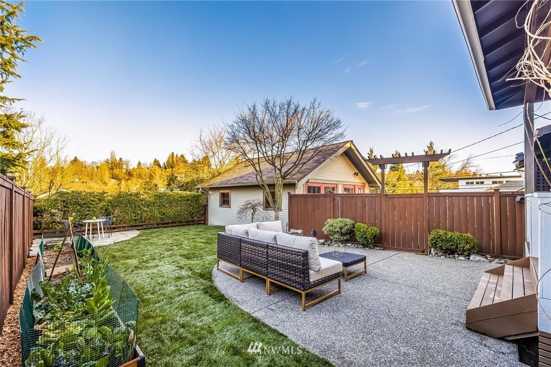 Sold Property | 304 29th Avenue E Seattle, WA 98112 27