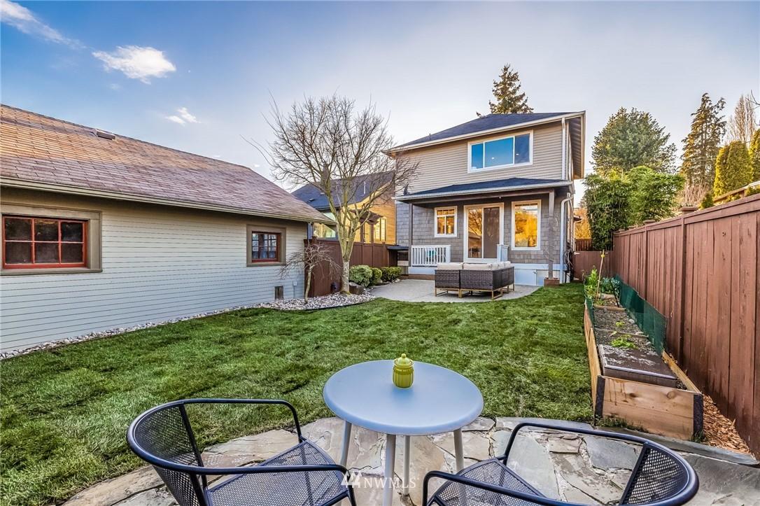 Sold Property | 304 29th Avenue E Seattle, WA 98112 28