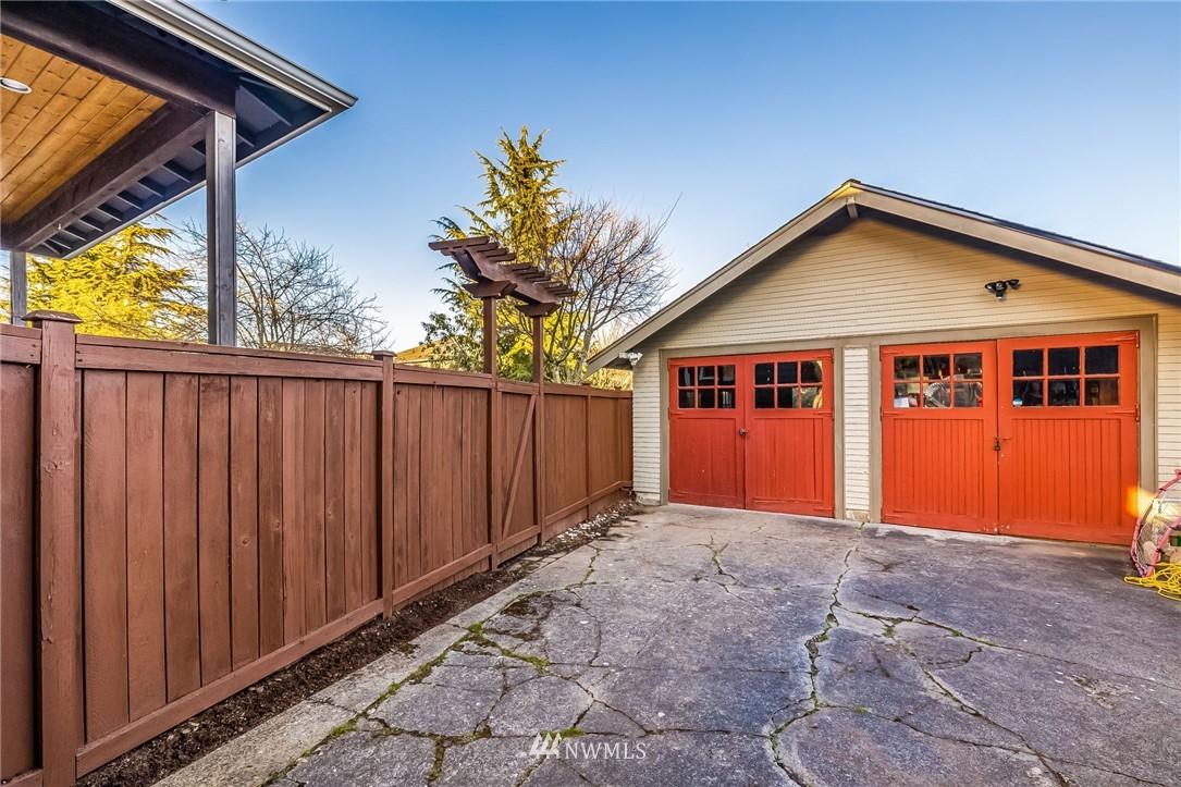 Sold Property | 304 29th Avenue E Seattle, WA 98112 30