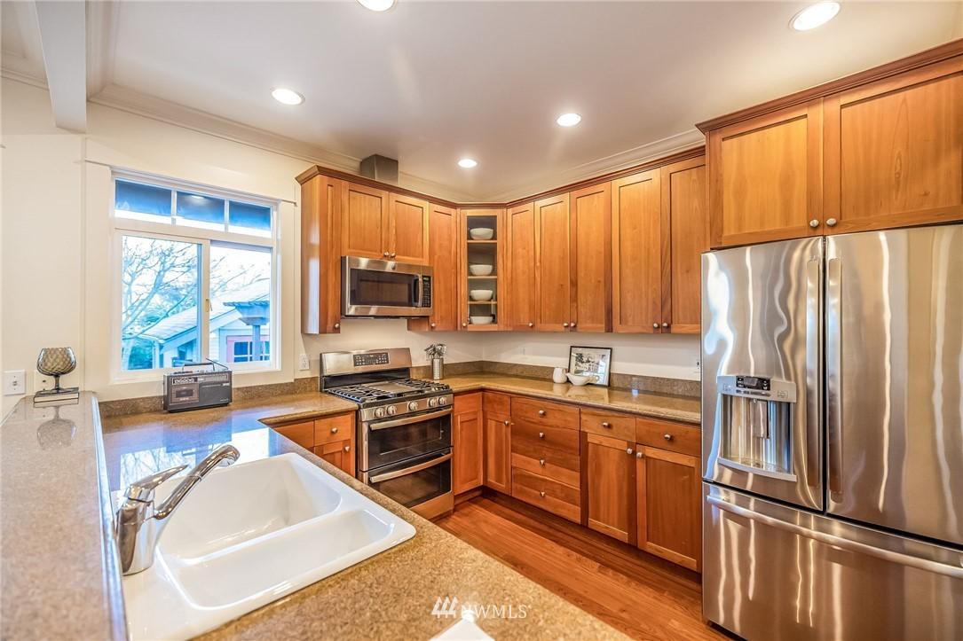 Sold Property | 304 29th Avenue E Seattle, WA 98112 10