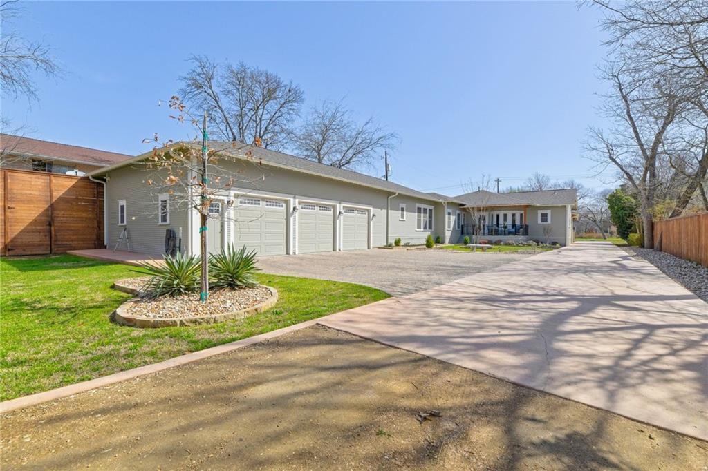 Closed   1802 S Austin Avenue Georgetown, TX 78626 33