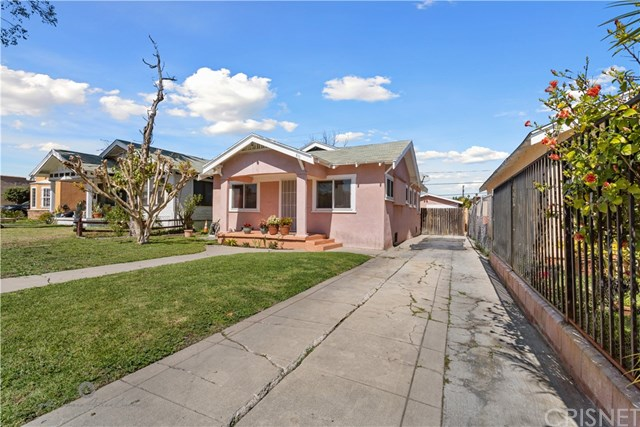Active Under Contract | 811 W 99th St Los Angeles, CA 90044 2