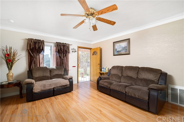 Active Under Contract | 811 W 99th St Los Angeles, CA 90044 3