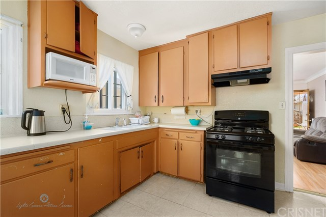 Active Under Contract | 811 W 99th St Los Angeles, CA 90044 6