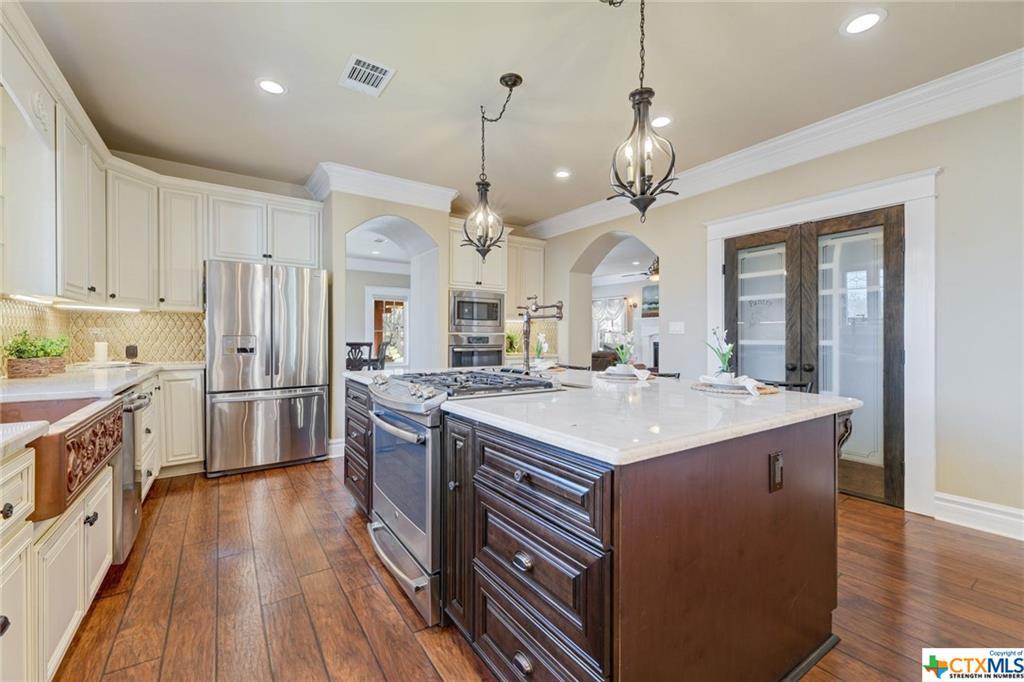 Pending | 1802 S Austin Avenue Georgetown, TX 78626 12