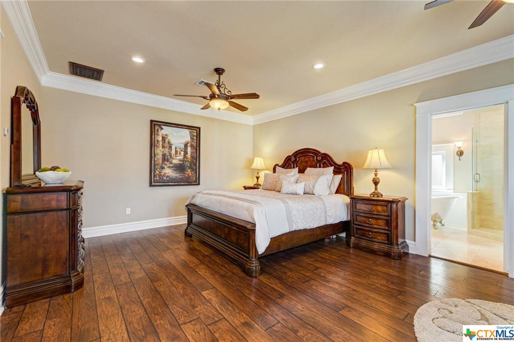 Pending | 1802 S Austin Avenue Georgetown, TX 78626 15