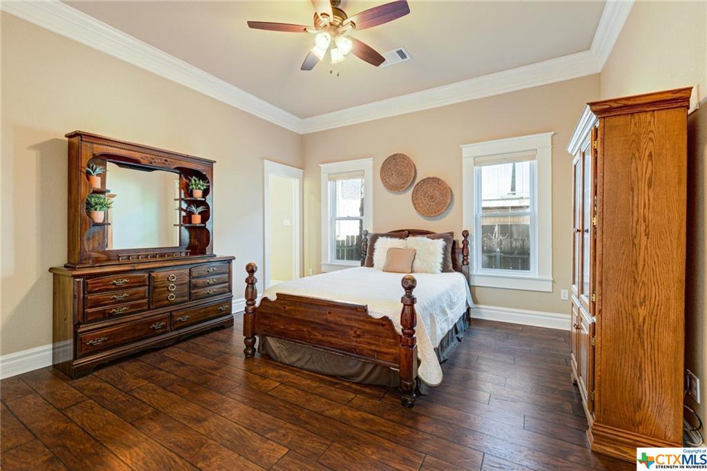 Pending | 1802 S Austin Avenue Georgetown, TX 78626 25