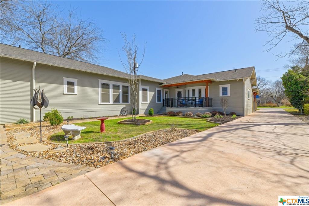 Pending | 1802 S Austin Avenue Georgetown, TX 78626 32