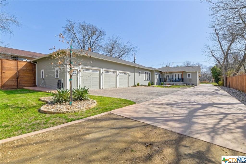 Pending | 1802 S Austin Avenue Georgetown, TX 78626 34
