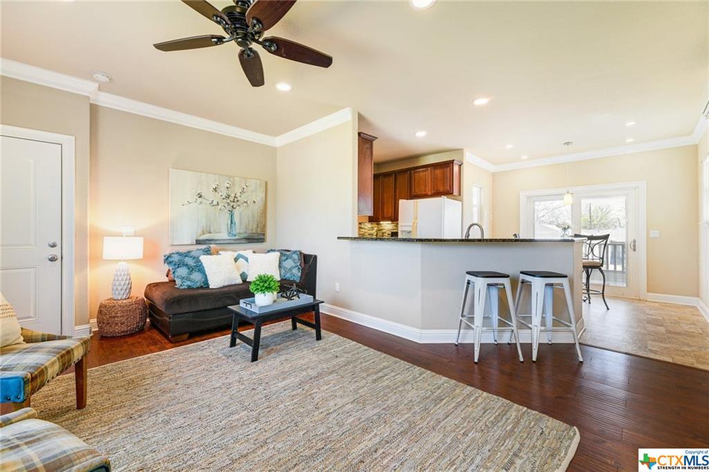 Pending | 1802 S Austin Avenue Georgetown, TX 78626 37