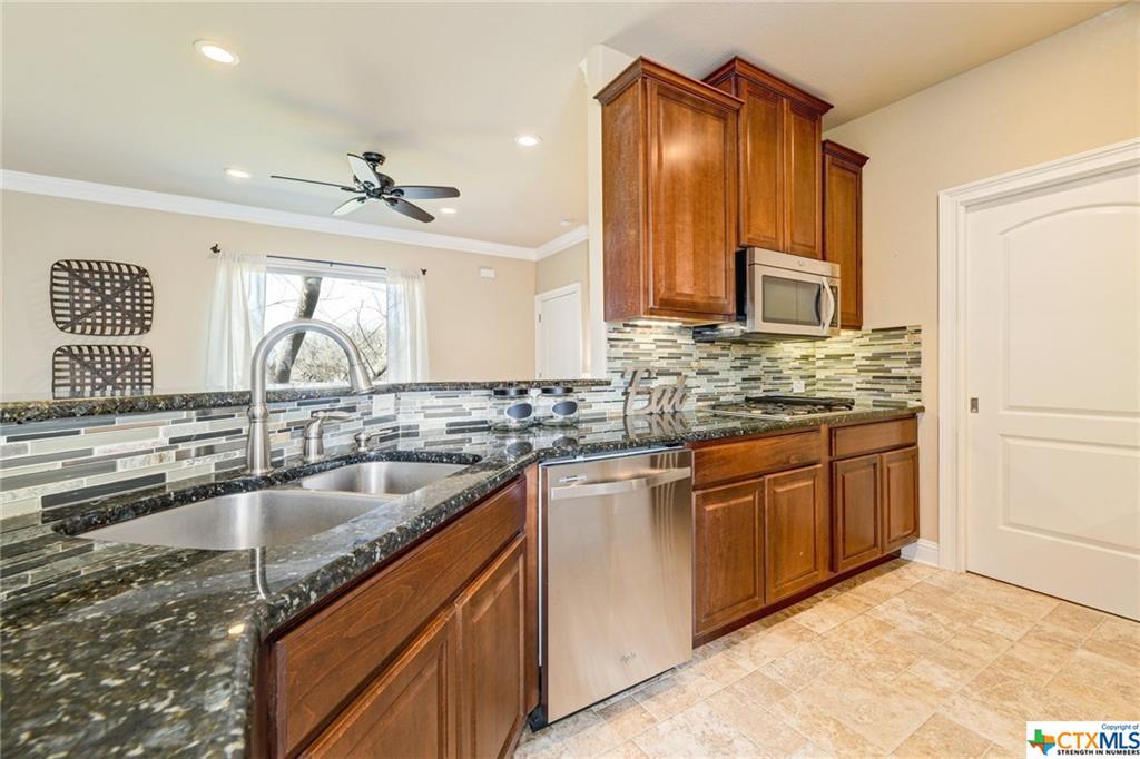 Pending | 1802 S Austin Avenue Georgetown, TX 78626 39