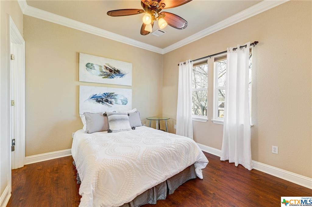 Pending | 1802 S Austin Avenue Georgetown, TX 78626 40
