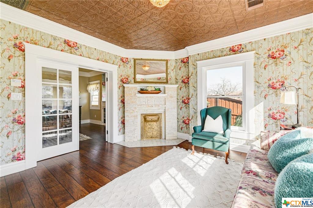 Pending | 1802 S Austin Avenue Georgetown, TX 78626 8