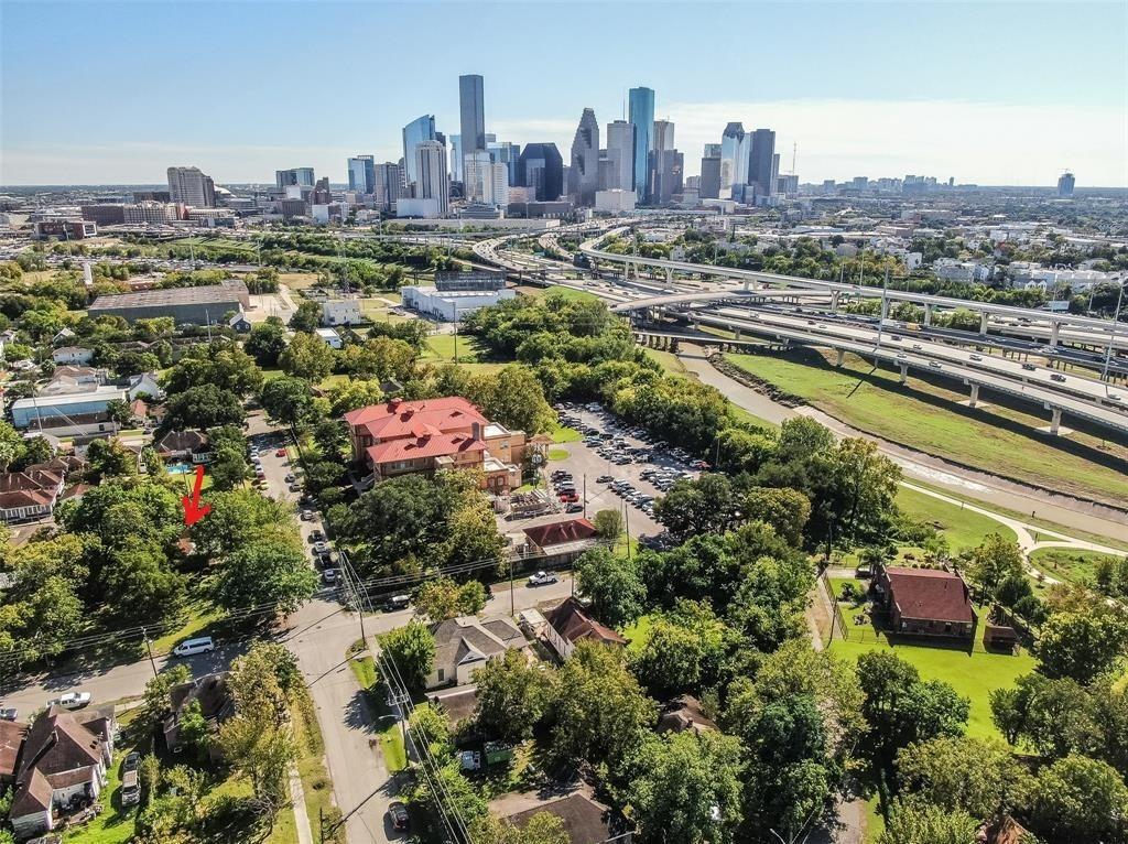 Off Market | 301 Bishop Street Houston, Texas 77009 6