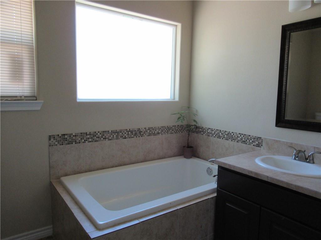 Closed   3800 Annapolis Cove Lago Vista, TX 78645 8