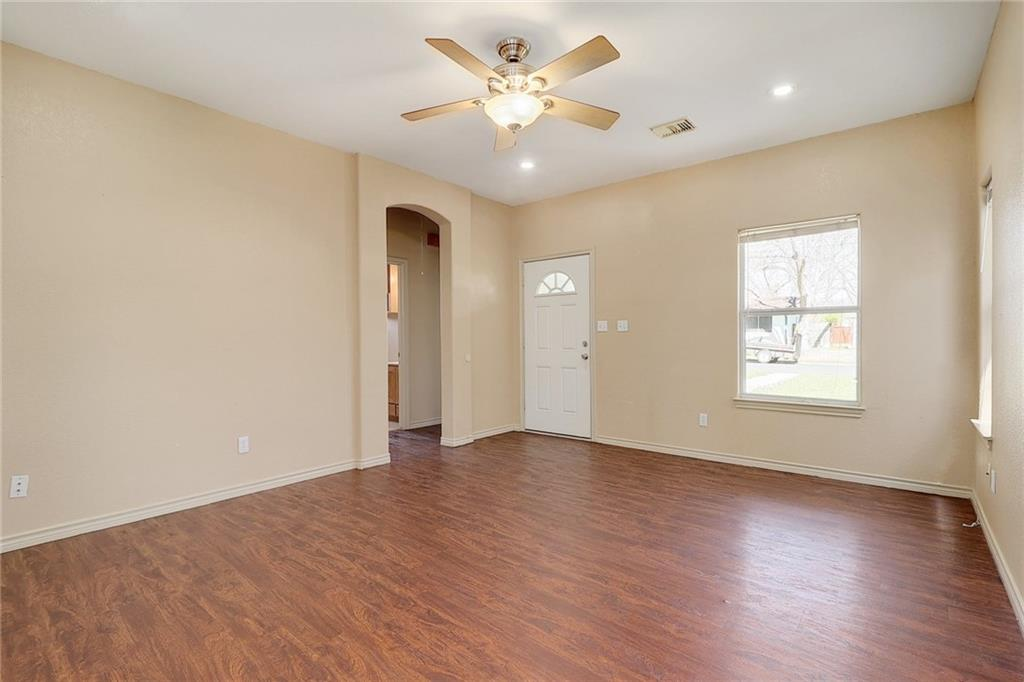 Closed   1606 E 19th Street Georgetown, TX 78626 4
