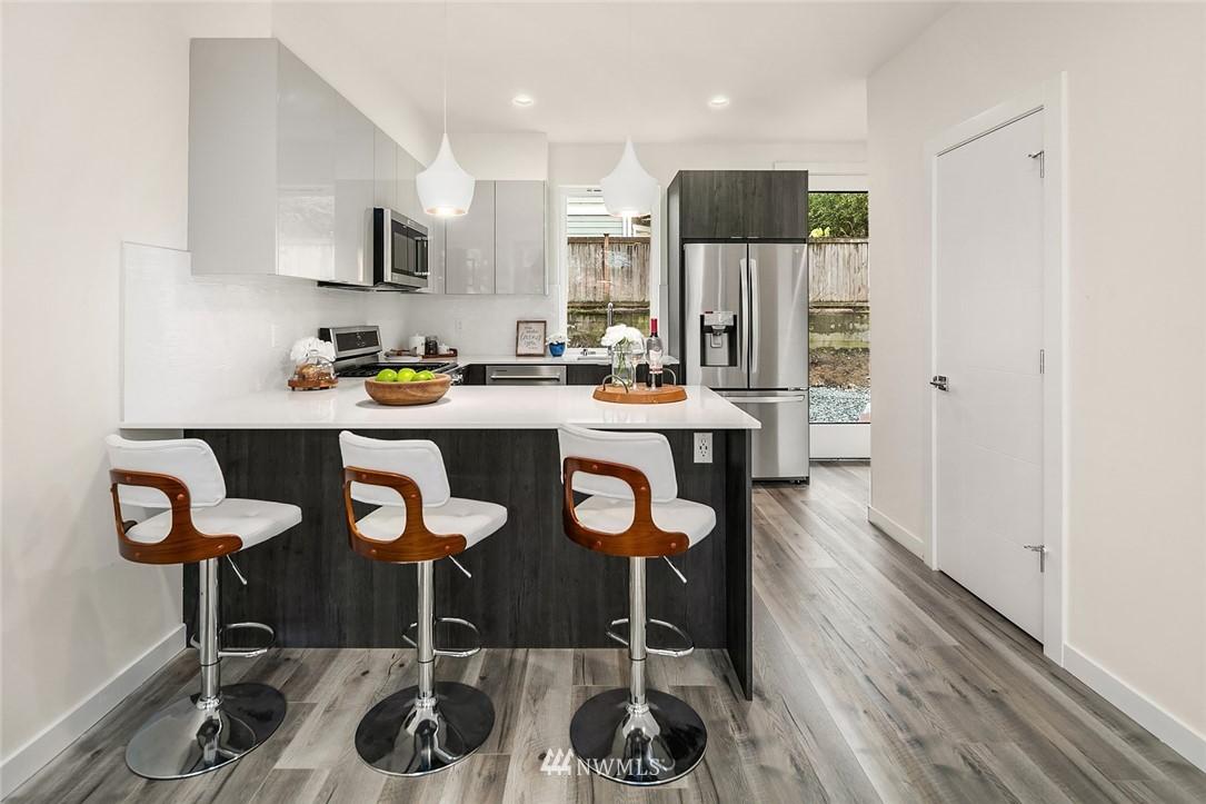Sold Property | 9201 Linden Avenue N #F Seattle, WA 98103 5