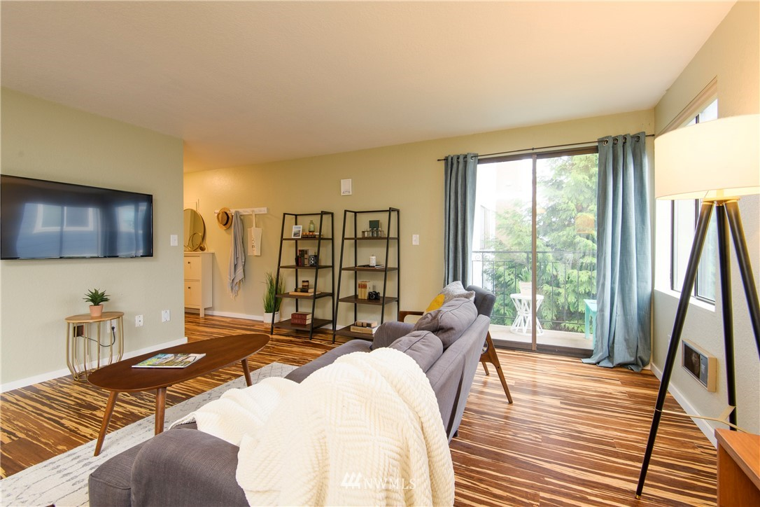 Sold Property | 10106 Greenwood Avenue N #202 Seattle, WA 98133 3
