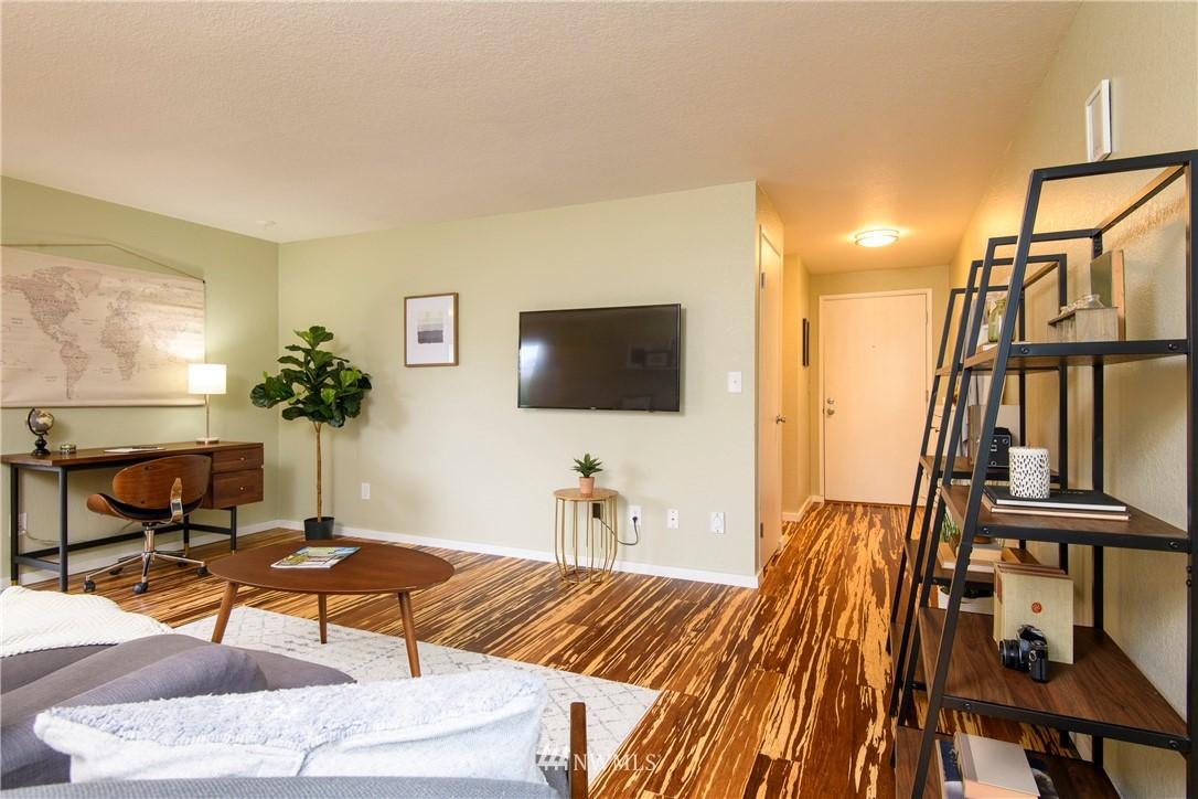 Sold Property | 10106 Greenwood Avenue N #202 Seattle, WA 98133 4
