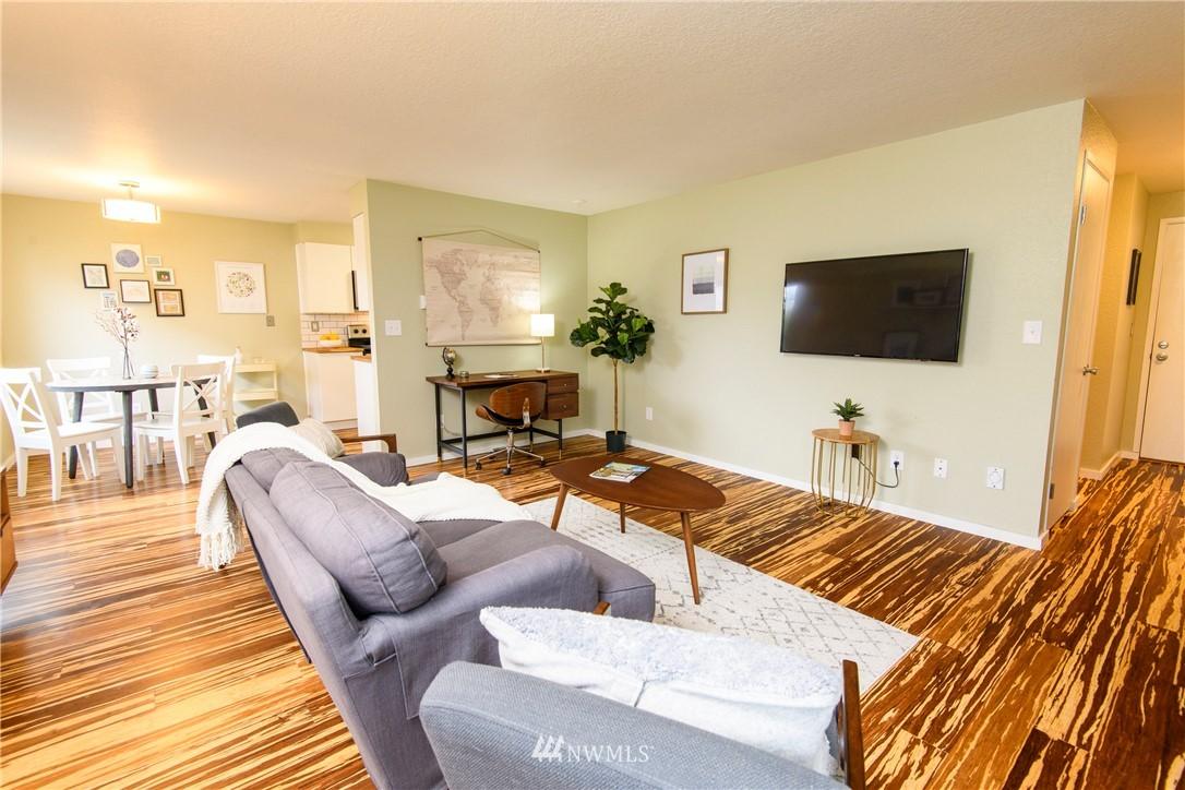 Sold Property | 10106 Greenwood Avenue N #202 Seattle, WA 98133 5