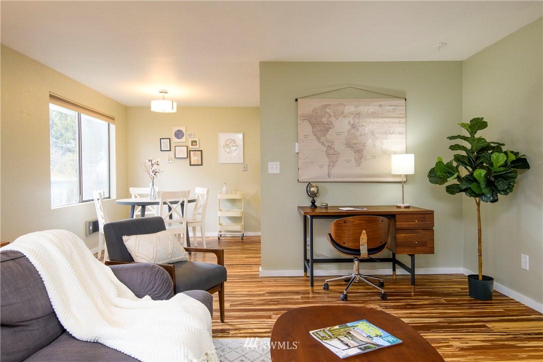 Sold Property | 10106 Greenwood Avenue N #202 Seattle, WA 98133 6
