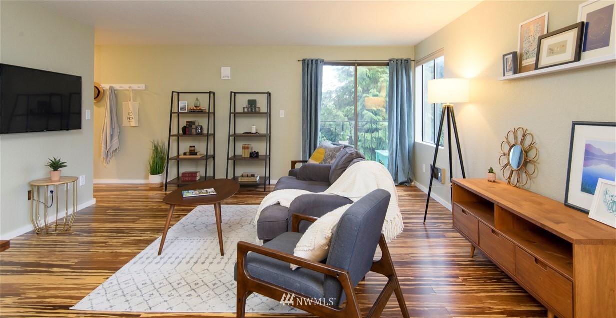 Sold Property | 10106 Greenwood Avenue N #202 Seattle, WA 98133 13