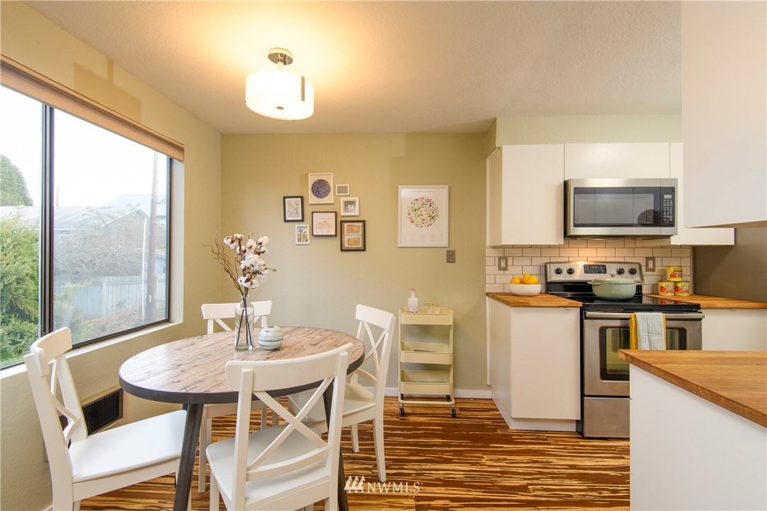 Sold Property | 10106 Greenwood Avenue N #202 Seattle, WA 98133 12