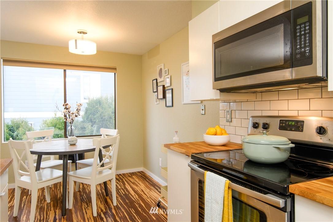Sold Property | 10106 Greenwood Avenue N #202 Seattle, WA 98133 15