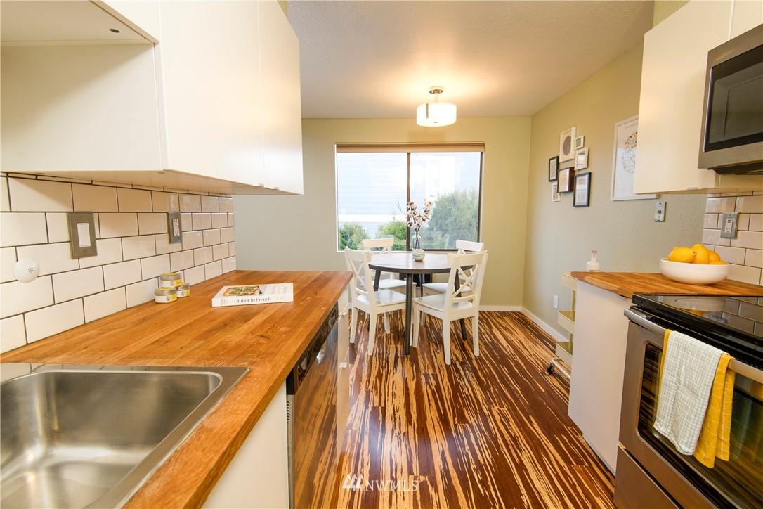 Sold Property | 10106 Greenwood Avenue N #202 Seattle, WA 98133 16