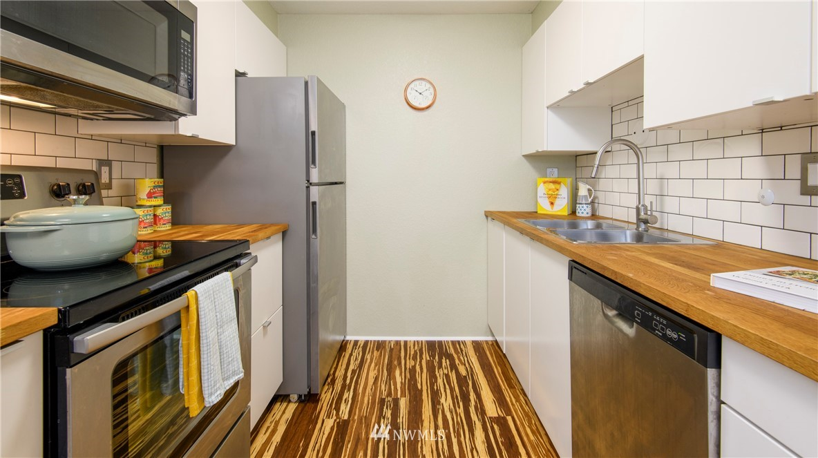 Sold Property | 10106 Greenwood Avenue N #202 Seattle, WA 98133 14
