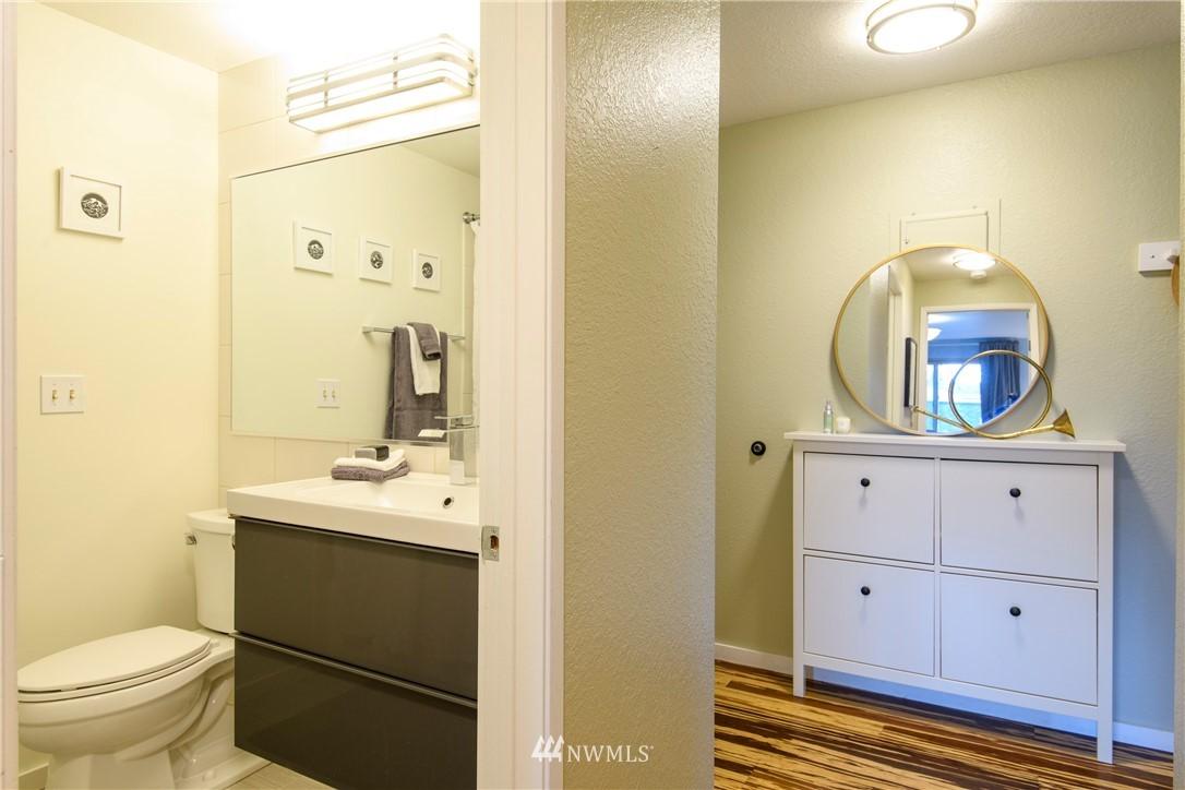 Sold Property | 10106 Greenwood Avenue N #202 Seattle, WA 98133 18