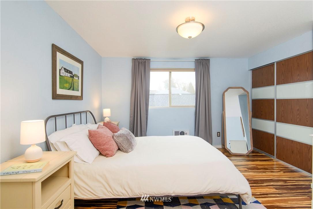 Sold Property | 10106 Greenwood Avenue N #202 Seattle, WA 98133 22