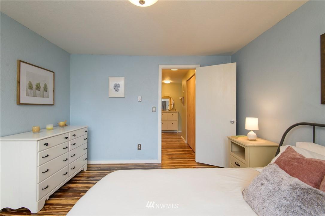 Sold Property | 10106 Greenwood Avenue N #202 Seattle, WA 98133 25