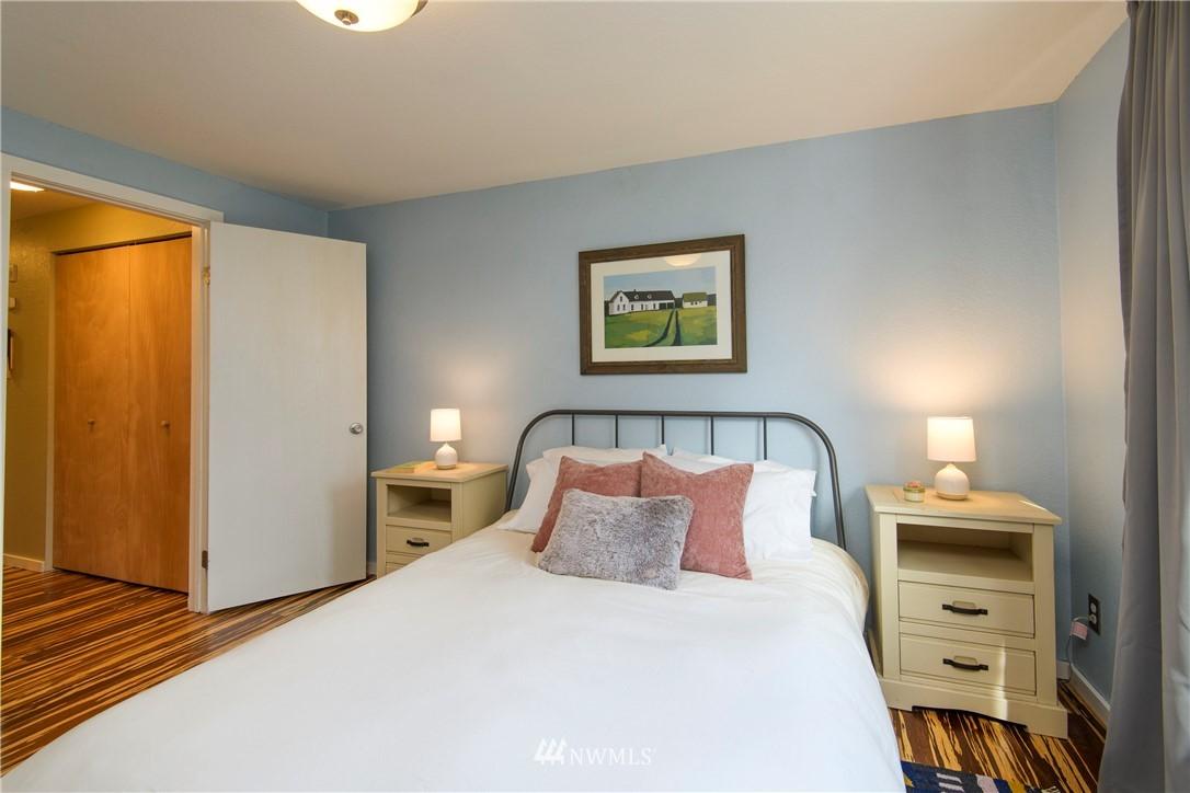 Sold Property | 10106 Greenwood Avenue N #202 Seattle, WA 98133 26
