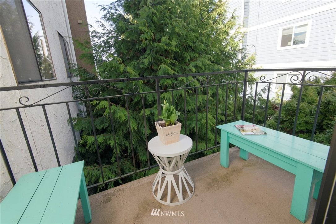Sold Property | 10106 Greenwood Avenue N #202 Seattle, WA 98133 28