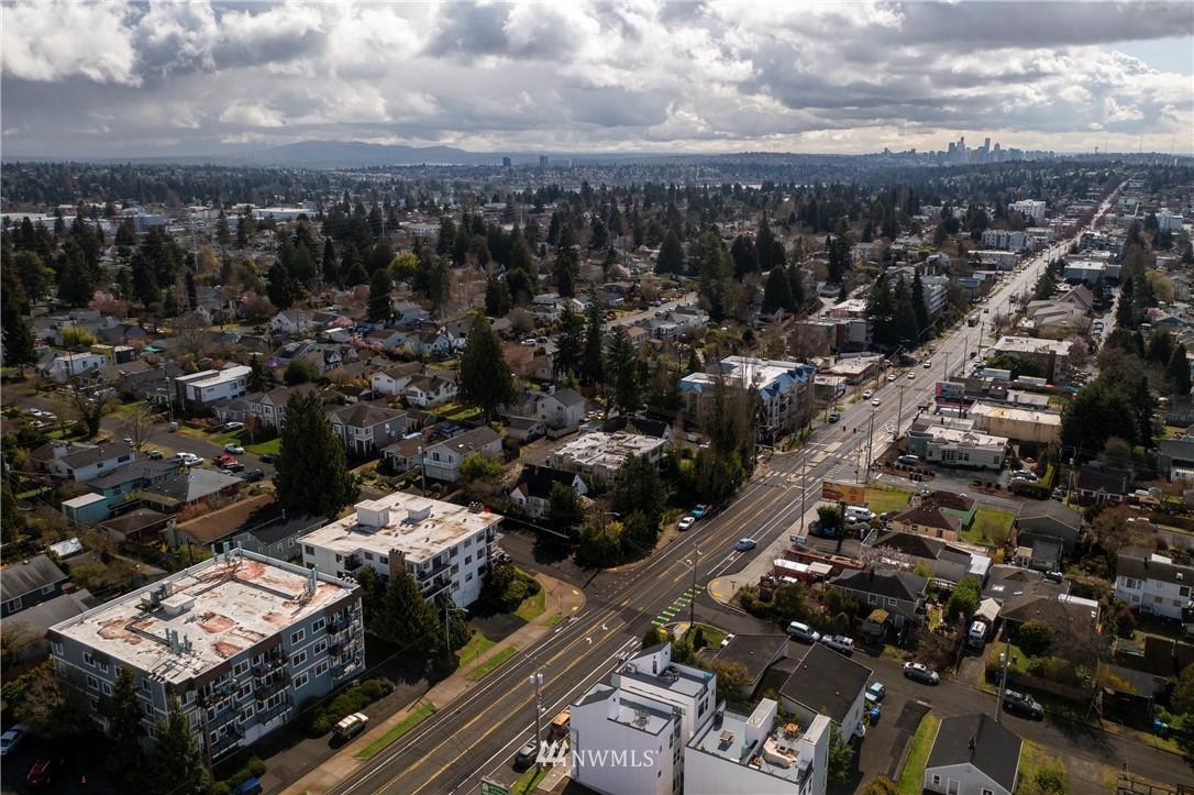 Sold Property | 10106 Greenwood Avenue N #202 Seattle, WA 98133 31