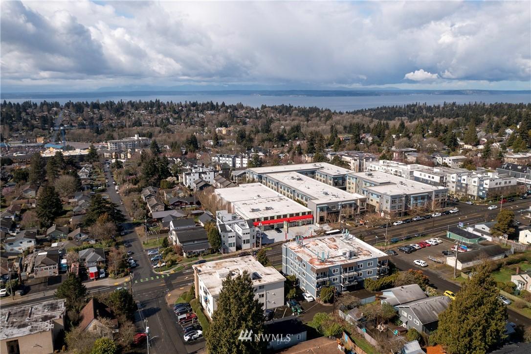 Sold Property | 10106 Greenwood Avenue N #202 Seattle, WA 98133 32