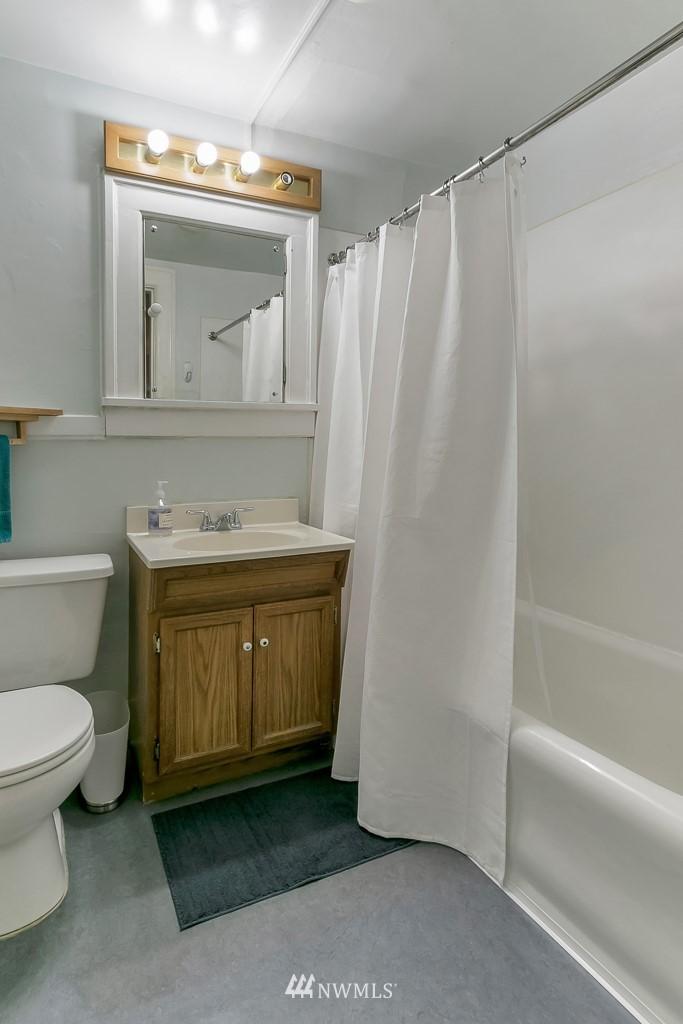 Sold Property | 4725 15th Avenue NE #27 Seattle, WA 98105 10