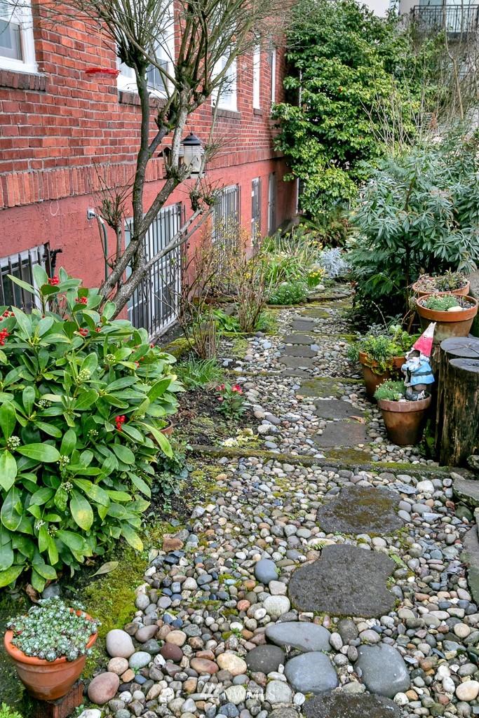 Sold Property | 4725 15th Avenue NE #27 Seattle, WA 98105 17