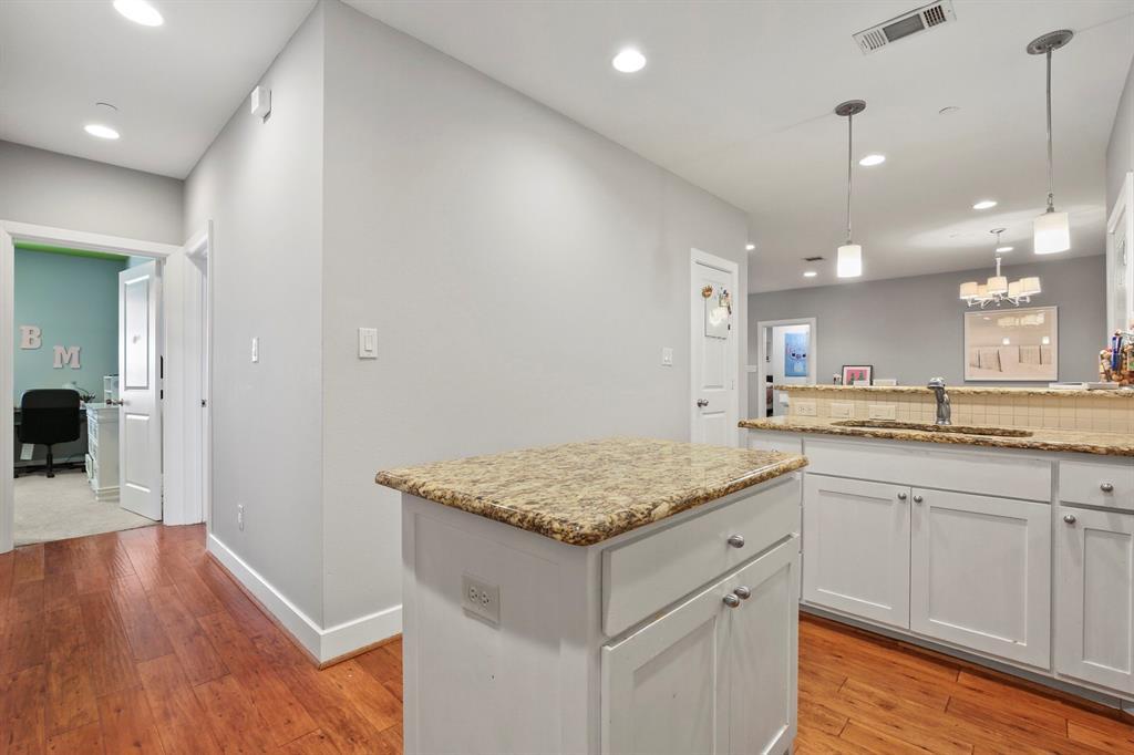 Active Option Contract   3116 Rosedale Avenue #105 University Park, Texas 75205 5
